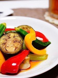 A そうめんなどのつゆ 大さじ2 A 醤油 大さじ1 A みりん 大さじ1 A生姜 10g : 野菜は食べやすい大きさに切っておく。 生姜はすりおろしAと合わせる。 熱したフライパンに油をひき人参を炒める。 人参にさっと火が通ったらその他の野菜を入れさっと炒める。 調味料を合わせたAをフライパンに入れ全体をなじませて出来上がり。