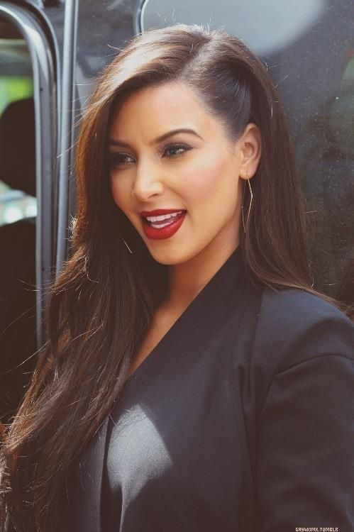 dislike Kim Kardashian, but this hair color is to die for.