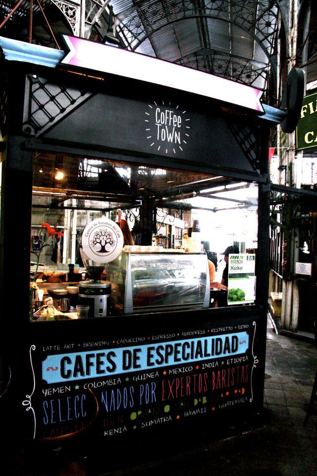 Este es Coffee Town, un café en Mercado de San Telmo. Ellos venden mucho comida de almuerzo.
