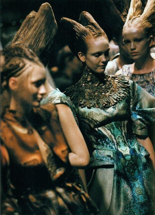alien ladies in waiting / backstage at #McQueen #fashion #moda