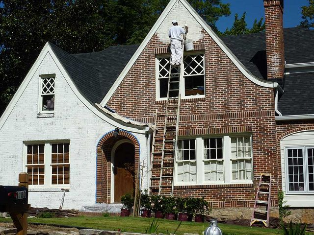 paint the exterior of a brick house how to paint a brick house paint. Black Bedroom Furniture Sets. Home Design Ideas