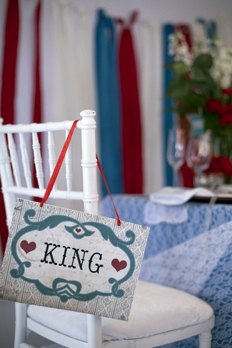 Displaying these Alice in Wonderland King and Queen Wedding Chair Signs from Vintage Wedding Press is the perfect way to reserve the seats for the Queen of Hearts and her beloved King.  Alice in Wonderland Wedding Ideas in Red and Blue | Confetti Daydreams