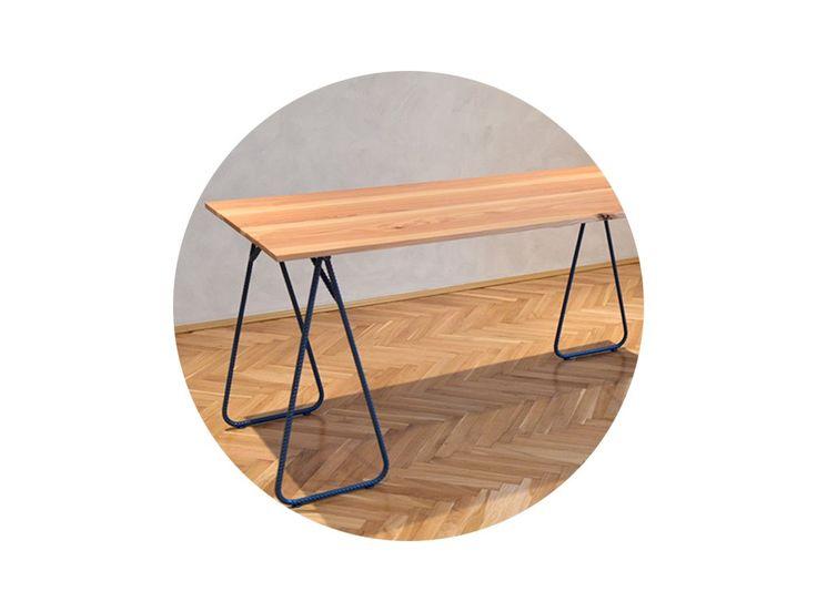 Jedálenský stôl z čierneho matného roksoru v kombinácii so smrekovým drevom s voskovou úpravou povrchu.  VOLITEĽNÁ FARBA ROKSORU