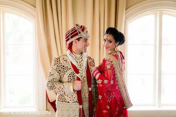 Wedding Day Couple Poses HD Image