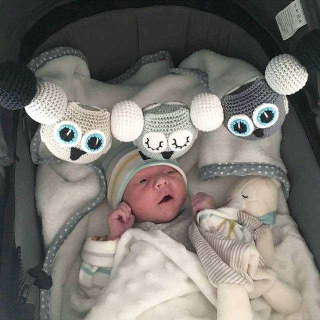 Tack @lexbylinda för att jag fick låna denna fantastiskt söta bild!!! #virka #virkad #virkat #virkar #virkning #virkadeugglor #virkaduggla #virkadugglemobil #virkadmobil #vagnmobil #babymobil #barnvagnsdetaljer #barnvagn #baby2016 #babyinspo #virkadvagnmobil #crochet #crochetmobile #crochetbabymobile #crocheting #hekle #heklet #virkkaus #häkeln #favoritgarner #scheepjes #catona #babyrum