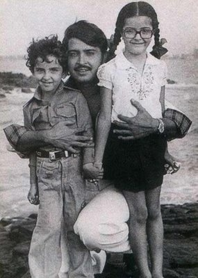 Hrithik Roshan and Sonam Kapoor with Rakesh Roshan - you can really see how much Hrithik looks like his dad. Looking at this pic, you'd never know that both of the kids would become so beautiful/handsome and accomplished.