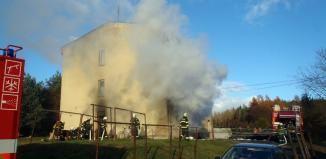 Hořelo ve sklepě bytového domu