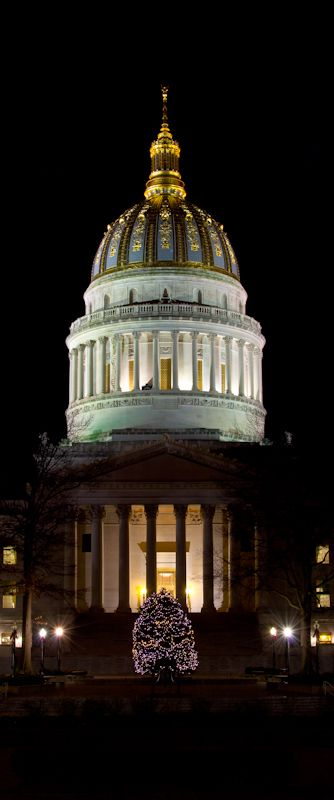 Night view of State Capitol building. Charlesston, WEST VIRGINIA