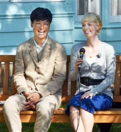 You look very good in blue :)   朝ドラ「マッサン」主役コンビ ウイスキー発祥の地で会見