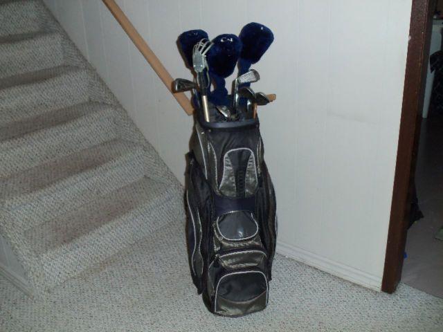 NICE SET OF WILSON GOLF CLUBS AND BAG | golf | Chatham-Kent | Kijiji