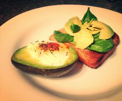 Breakfast for champions! Baked eggs in avocado…healthy…yummy…perfect.Pop in the oven at 400 for 15-20 minutes. Enjoy the d...