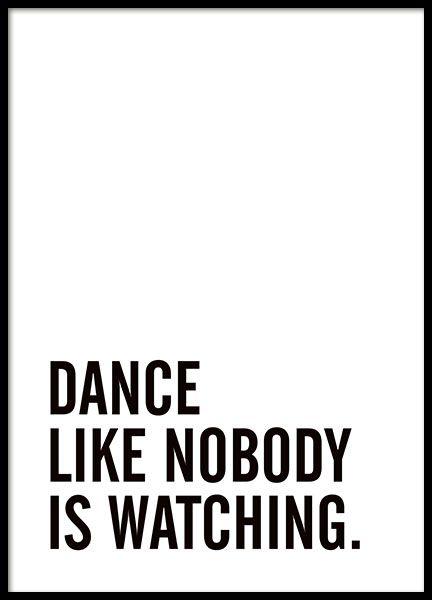 Poster mit dem Text Dance like nobody is watching. Ein wunderbares Zitat, das direkt für gute Stimmung sorgt und an jede Wand passt. Schön in einem schlichten Rahmen und als Teil einer Collage. www.desenio.de