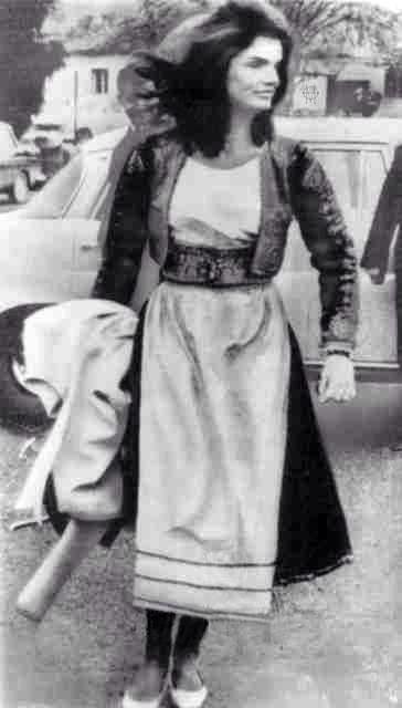 Δύο φωτογαρφίες με την Τζάκι Κένεντυ Ωνάση στην Κέρκυρα, Θεοφάνεια 1970.