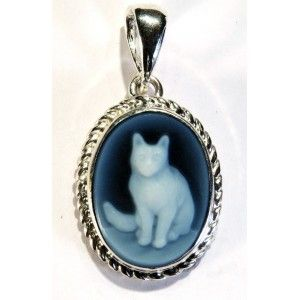 Cat silouette- 16/18 mm first quality blue agate cameo only pendant, sterling silver setting in Venetian Style, losely inspired to nineteenth-century entertainment establishment in Montmartre (Paris)    https://www.eredijovon.com/en/2247-blue-cameo-agate-silver-pendant-4-kitty-cat-silouette.html    #italiancoraljewels #cammeiitaliani #cameos #bluecameos #handcarvedcameos #cammeifattiamano #handmadecameos #antiquecameos #vintagecameos #cameolocket #cameonecklace #cameoring #cameobrooch