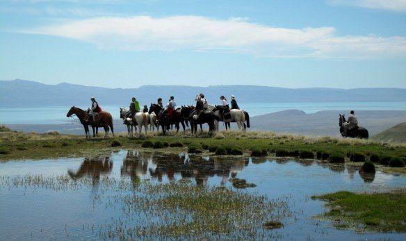 #Paardrijden naar de dalen van de #Sierra #Los #Baguales in #Patagonië