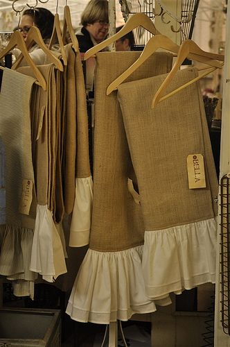 Pinner wrote: Burlap Table Runners with white ruffled. Saw this out antiqueing and now I want to make one!!