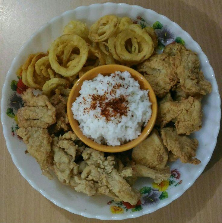Simply onion rings, tiny chrispy boneless chicken and friedmushroom with rice