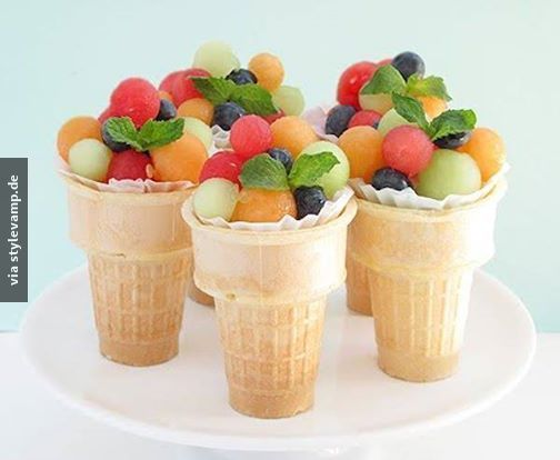 Frozen fruit in little icecones :) perfect snack to eat when you're studying ! Or when you have a party comming up.