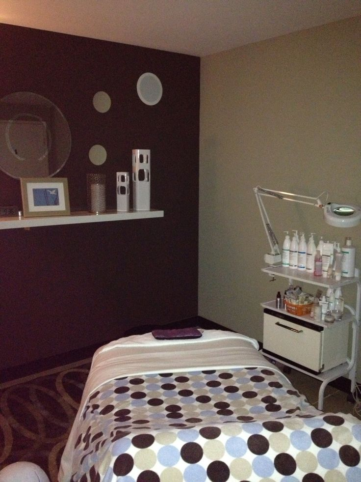 The lounge spa facial room