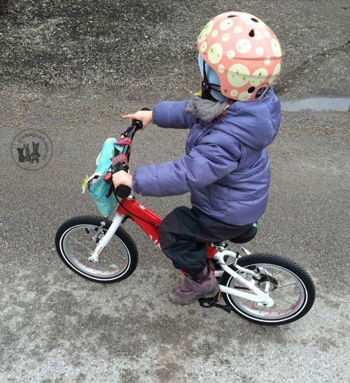 """Frl. Tochter kann nun seit August letzten Jahres """"Pedale-Rad"""" fahren – aus eigenem Antrieb und binnen einer Stunde hat sie es gelernt. Dank einem Jahr Training am Laufrad w…"""