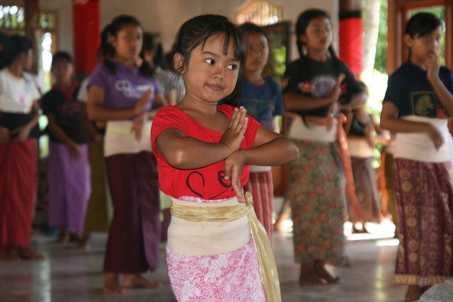 Learning to dance by Villa Semadhi Bali, via Flickr