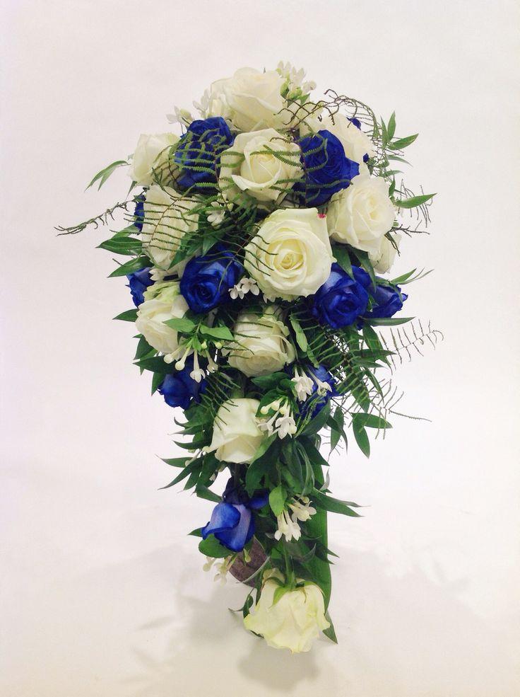 brautstrau blau wei mit rosen bouvardia und ruscus brautstr u e made by princess dreams