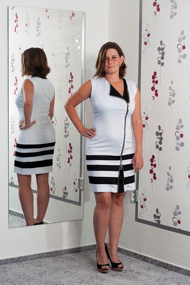 074. Bílé šaty se zajímavým zapínáním zepředu.  Vel.: 40/42  Cena: 890,- kč