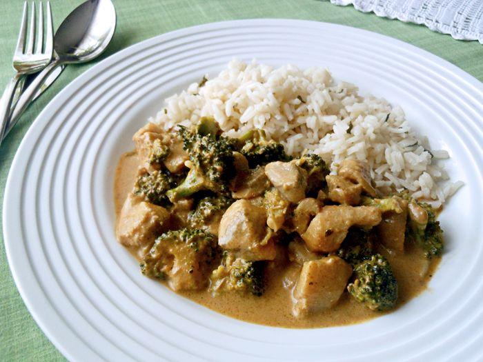Vörös curry brokkolis afrikai harcsa rizzsel