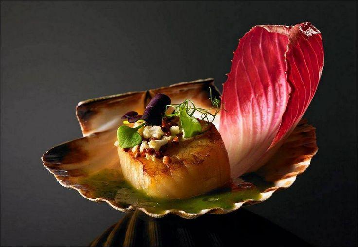 Le dressage original du jour est de : Gerard Boscher Vous aimez les belles présentations ? Alors vous aussi, surprenez vos invités avec Visions Gourmandes, un livre unique au monde sur l'art de dresser et présenter une assiette comme un Chef... A s'offrir sur VG ► http://goo.gl/4SV9Md  Ou sur Amazon ► https://goo.gl/DAtMSJ ------------------------------------------------------------------------------------------- Visions Gourmandes sur You Tube ► https://goo.gl/ciKU2b Visions Gourmandes sur…
