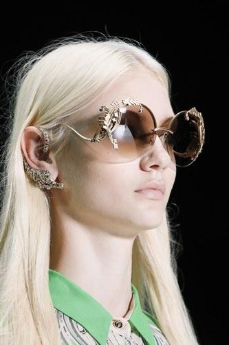 Tendenza occhiali da sole_Sfilata Roberto Cavalli primavera estate 2013