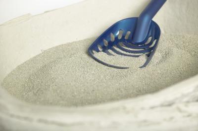 Cómo hacer arena para gatos natural | eHow en Español