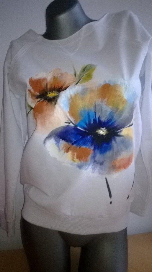 Biała bluza malowana w braki.  Kliknij w zdjęcie, aby zobaczyć więcej!