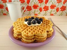 Gaufres, waffles o waffels sono i nomi che si utilizzano per indicare quelle cialde tipiche del nord Europa perfette per la colazione e per la merenda.