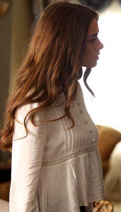 İçerde 18. bölüm kıyafetleri Melek beyaz bluz –