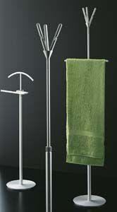 De Trendy Kapstokken; Segis Capo Rizzuto staande kapstok is een kapstok van het merk Segis. Het heeft een klerenhanger die op hoogte verplaats kan worden. Het kan worden gebruikt voor de badkamer als handdoek hanger .