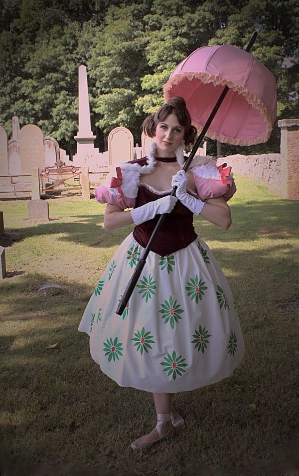 For Disney fans, this cosplay of the girl on a tightrope from the Haunted Mansion is PERFECT