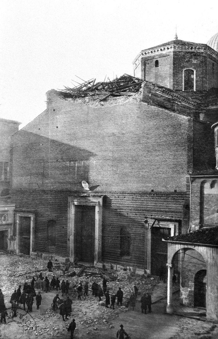 Il Duomo dopo i bombardamenti del dicembre 1917