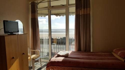 South View Guesthouse Swansea South View Guesthouse is set in Swansea, 900 metres from Grand Theatre and 1 km from Swansea Beach.  The rooms are equipped with a flat-screen TV. Rooms are fitted with a shared bathroom.