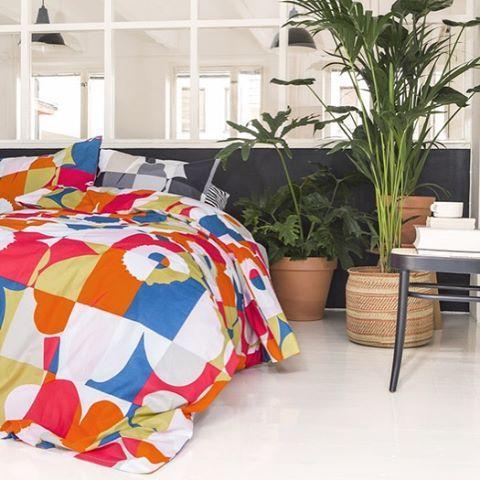 A good morning is made of this! // #marimekko #marimekkoaw15 #unikko // Ruutu Unikko sheets and breakfast in bed...