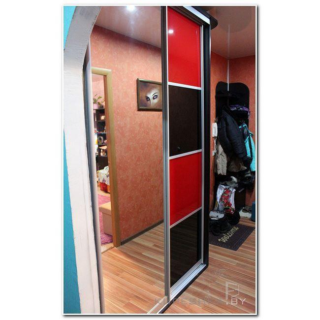 Купе в прихожей. Зеркало плюс красное и черное стекло-лакобель. Шикарно. Глянцево. Оригинально. #шкафыкупемогилев #зеркало #шкаф #купе #мебель #могилев  #slidingdoors #mogilev #раздвижныедвери #wardrobe #mirror #furniture Наш сайт http://kupeshka.by #mahilyow #kupeshkaf #kupeshkaby #kupemogilev #купитькупе #мебельподзаказ #мебельмогилев