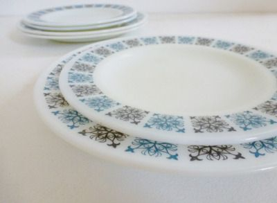 6  Pyrex Chelsea plates from www.yourvintagelife.co.uk