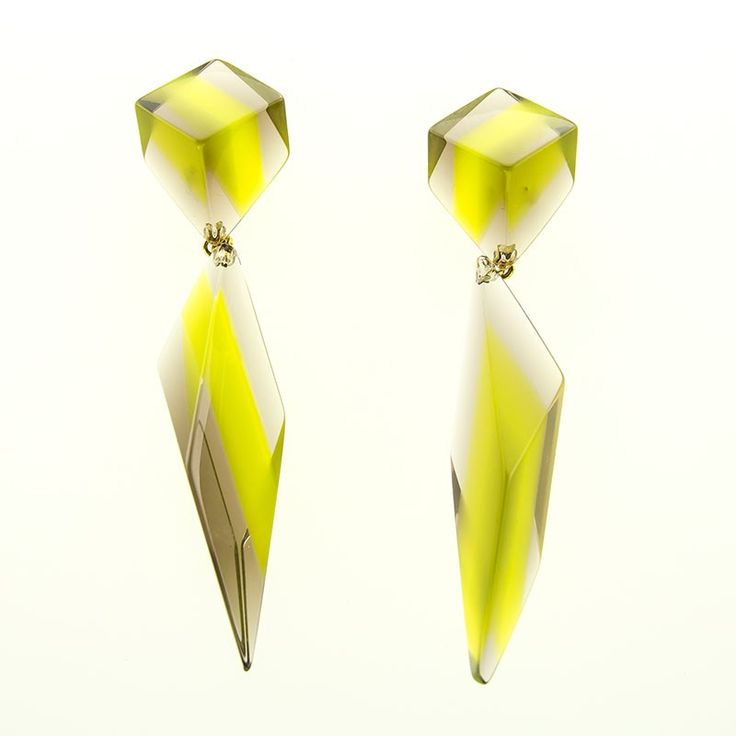 Doppelohrstecker in Olivgrün-Taupe * Earrings Acrylic Green-Taupe * Pyramonte Berlin