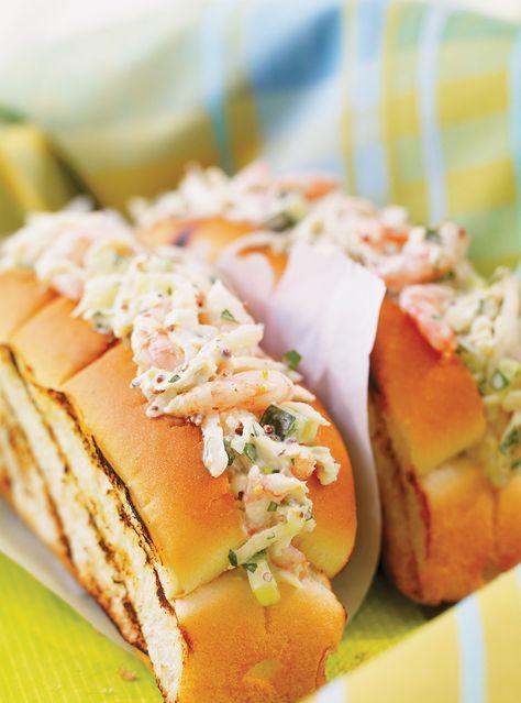 Recette de guédilles aux crevettes et au céleri rémoulade de Ricardo. Recette de poisson rapide et de saison. Mélanger la crème sure, la moutarde, l
