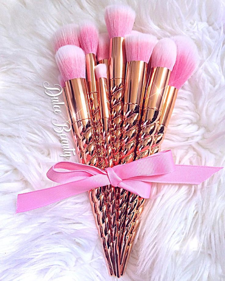 Why do people make brushes so pretty!? They're just gonna get mucked up when used for their correct purpose...My heart would hurt when using these