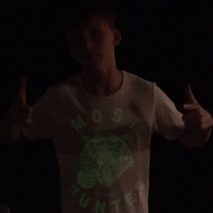 You shine bright day & night.  Thnx for your shot Jens 😻   #shootback #savewildlife #jointhepack #mosthunted #glowinthedarktshirt #tigerdesign #lovelife #lovewildlife #fightwildlifecrime #fashionwithapurpose #sensiblefashion #awarenessfashion mosthunted.com #beastly #good #streetwear