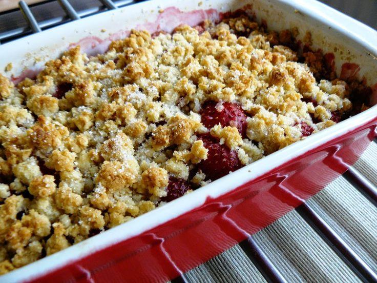 Aardbei rabarber crumble - http://www.mytaste.be/r/aardbei-rabarber-crumble-13907964.html