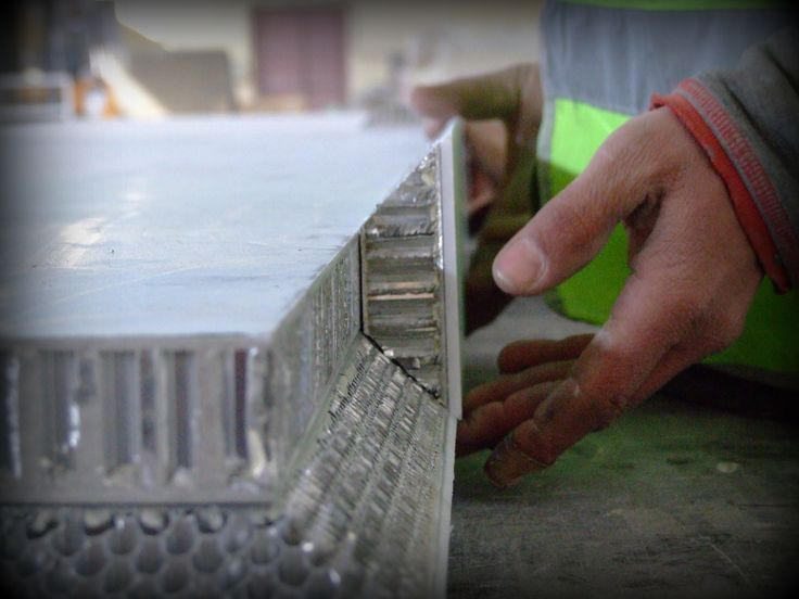 The details from the production of the agravic marble table with aluminum Honeycore
