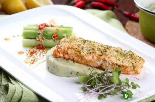 Łosoś na kalafiorowym puree z ogórkiem na ostro #salmon #recipe #cooking