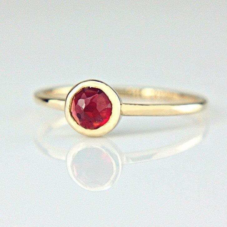 Red Garnet Ring, size 7 US ❤️