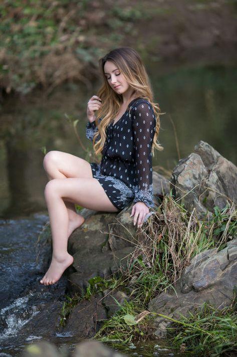 teen girlfriend posing nude